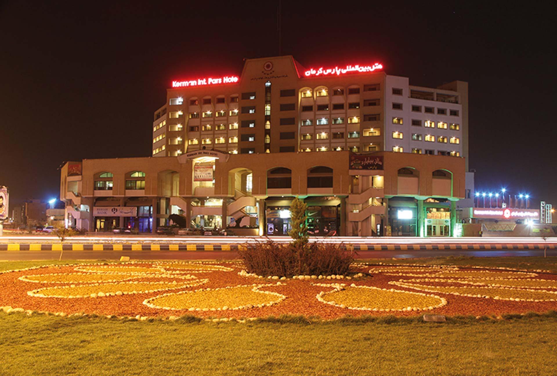 Kerman Pars Hotel Hotel bei Nacht