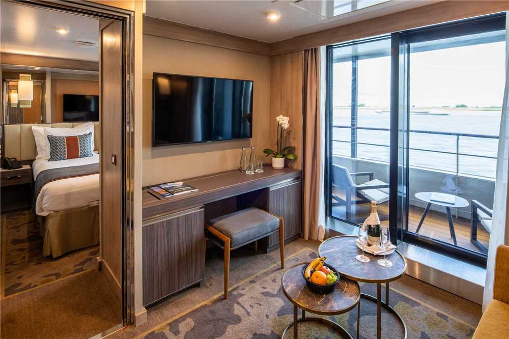 Nicko Cruises World Voyager Navigator Suite
