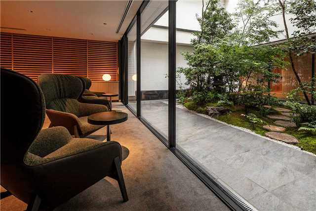 Enso Ango Tomi II Lounge