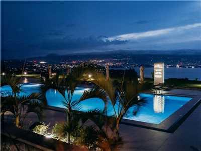 Mantis Kivu Marina Bay Hotel Pool