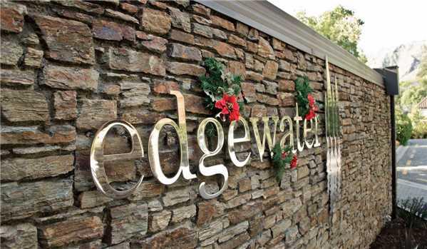 Edgewater Hotel Einfahrt