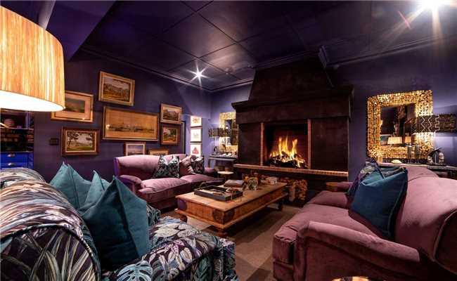 La Fontaine Lounge