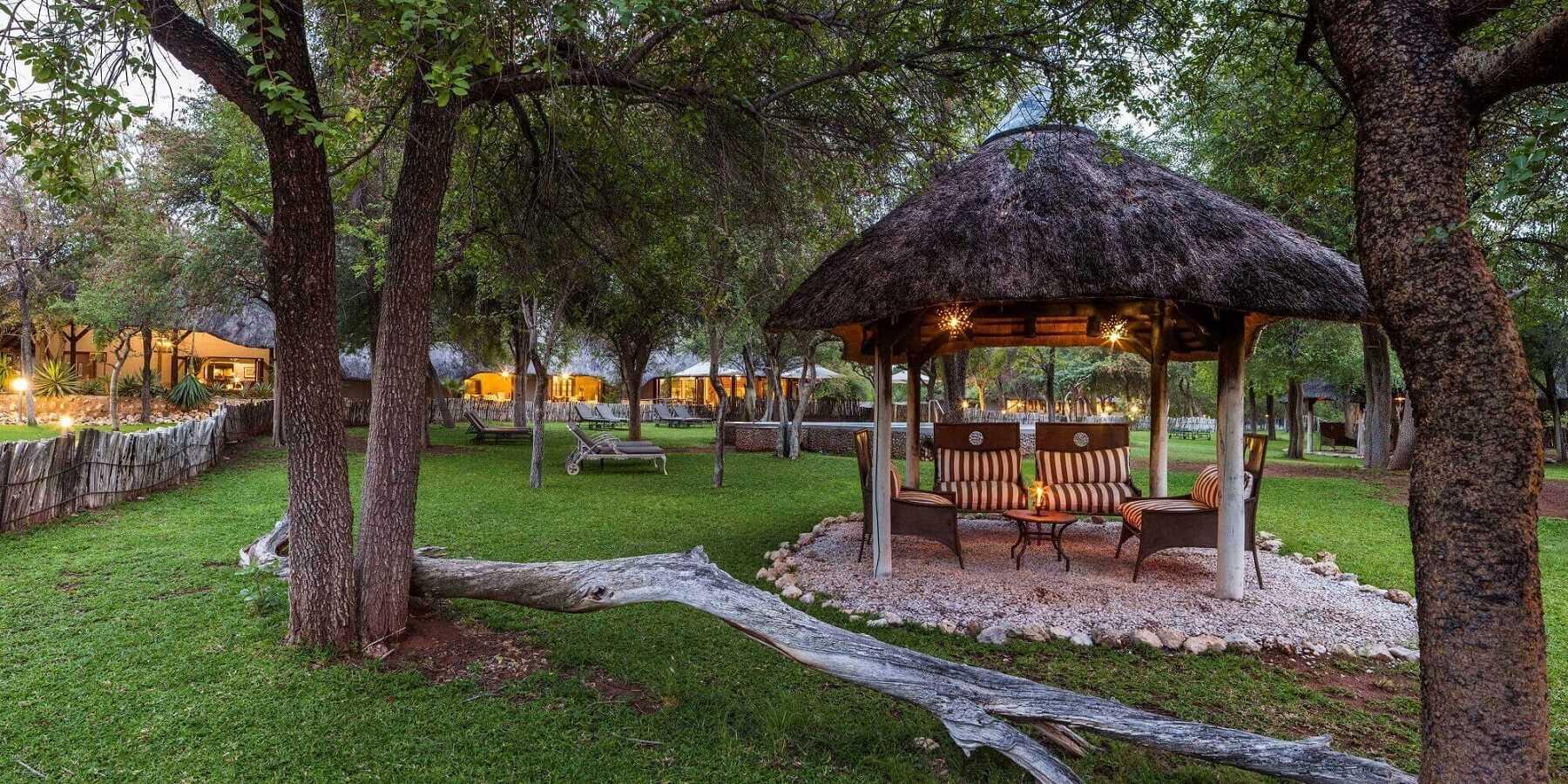 Mushara Lodge Grünanlage