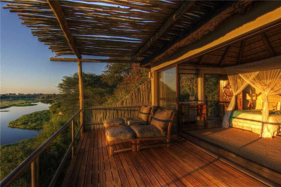 Leroo La Tau Terrasse und Zimmer