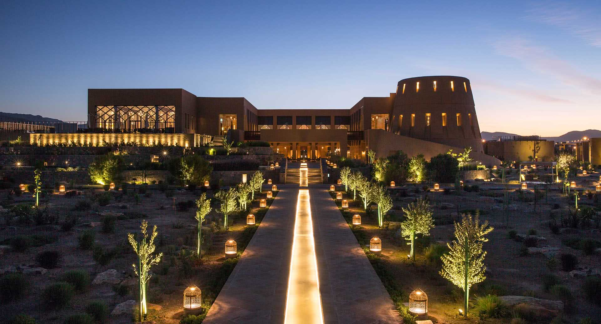 Anantara Al Jabal Al Akhdar Resort Hotelansicht bei Nacht