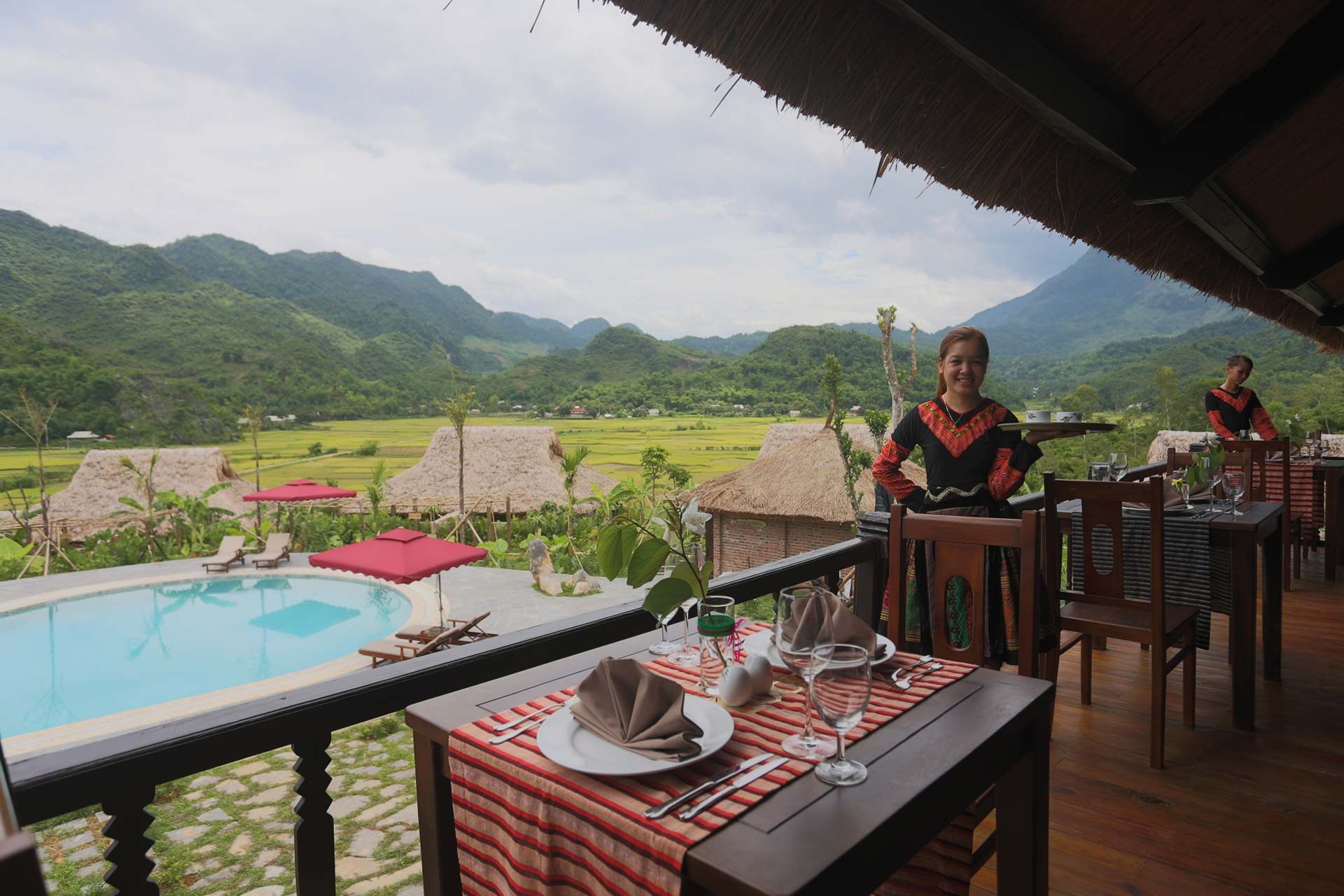 Mai Chau Ecolodge Dinner mit Blick