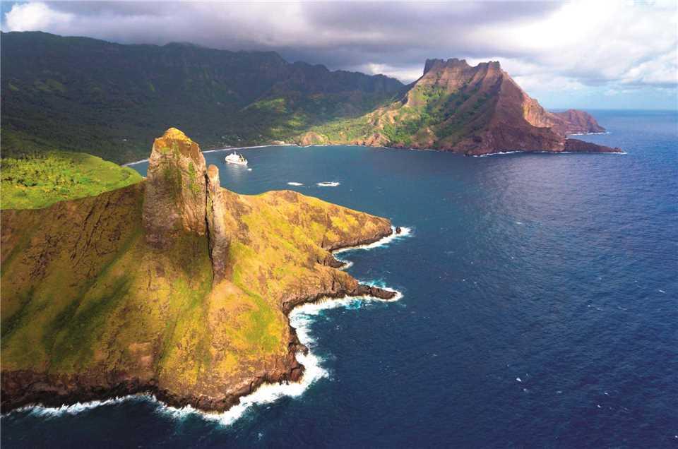 Compagnie Polynesienne de Transport Maritime Aranui 5 Luftaufnahme