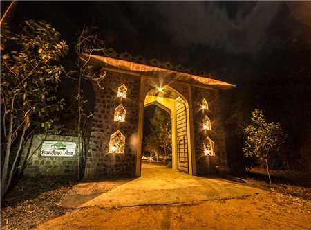 Bandhav Vilas Eingang