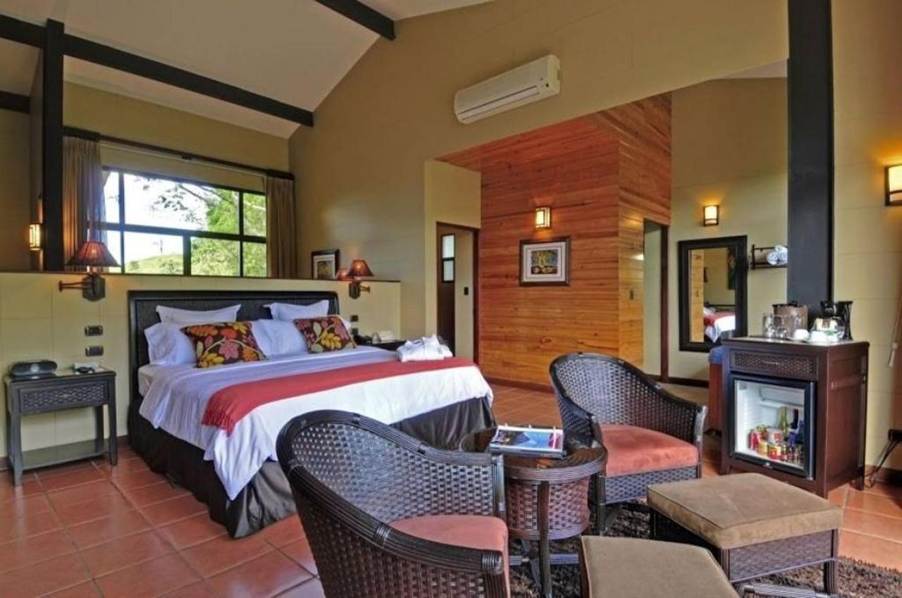 Arenal Kioro Suites and Spa Zimmer