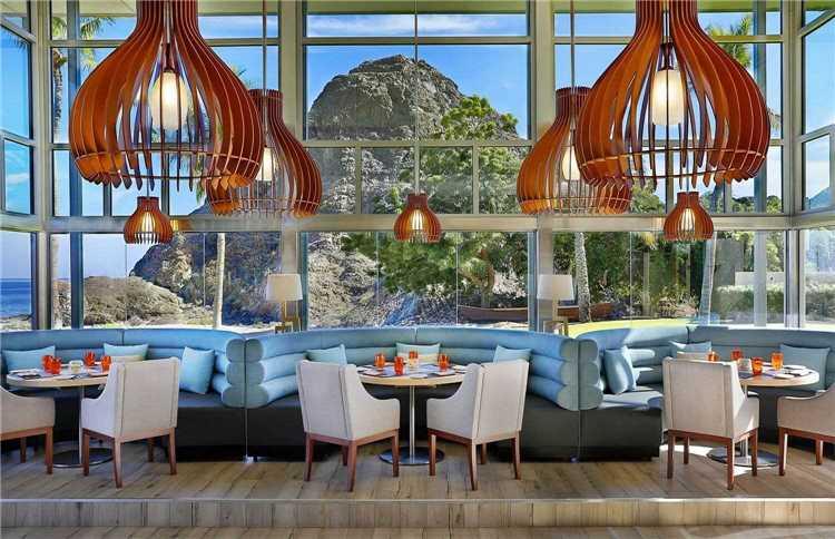 Al Bustan Palace, a Ritz-Carlton Hotel Restaurant mit Blick