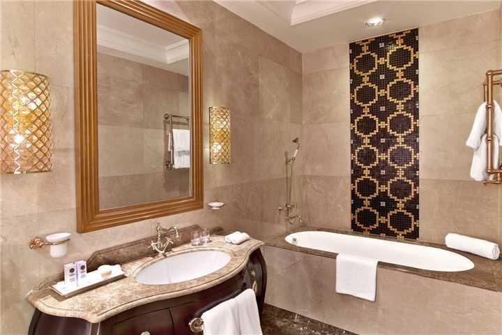 Hotel St. Regis Moskow Nikol' skaya Badezimmer
