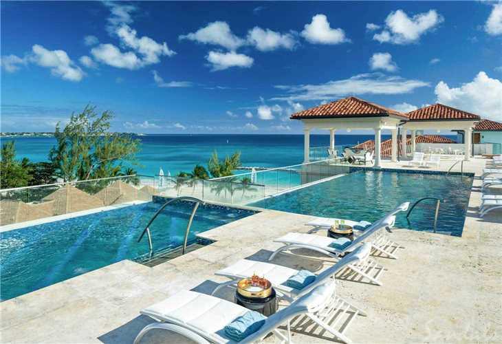 Royal Sandals Barbados Pool mit Liegen