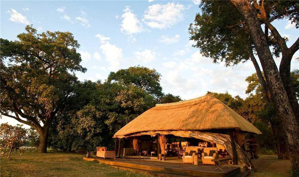 Mchenja Bush Camp Außenansicht