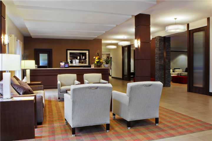 Four Points by Sheraton Winnipeg International Airport Lobby