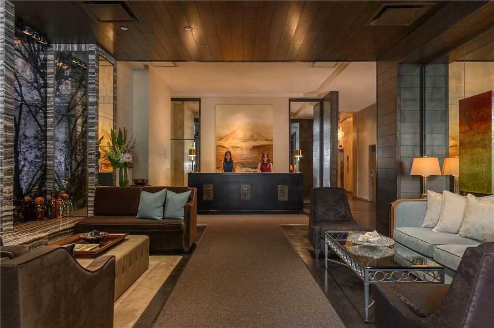 Loden Hotel Empfangsbereich