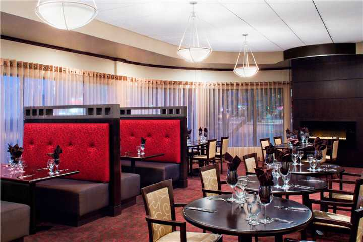Four Points by Sheraton Winnipeg International Airport Restaurant