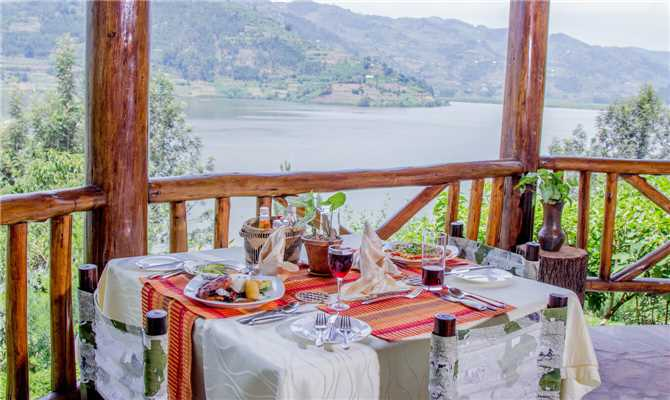 Lake Mulehe Gorilla Lodge Abendessen
