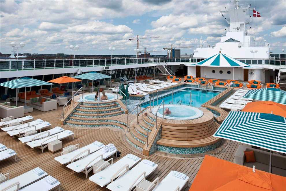 Crystal Cruises Crystal Serenity Pool
