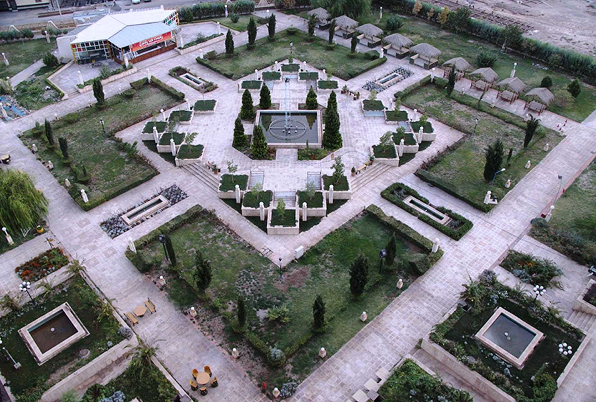 Kerman Pars Hotel Garten