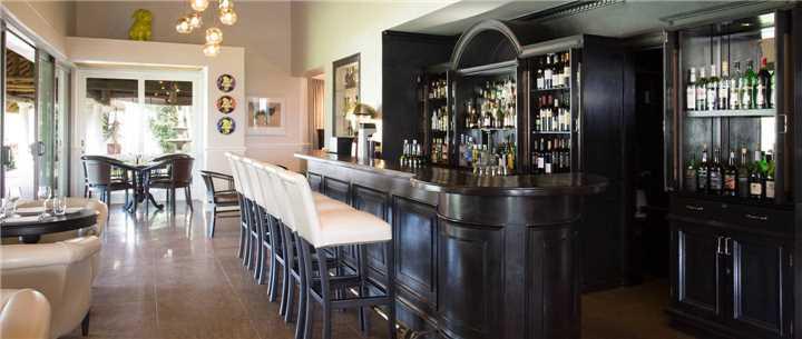 Mont Rochelle Hotel Bar