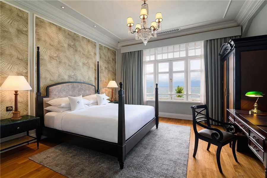 Eastern & Oriental Hotel Suite