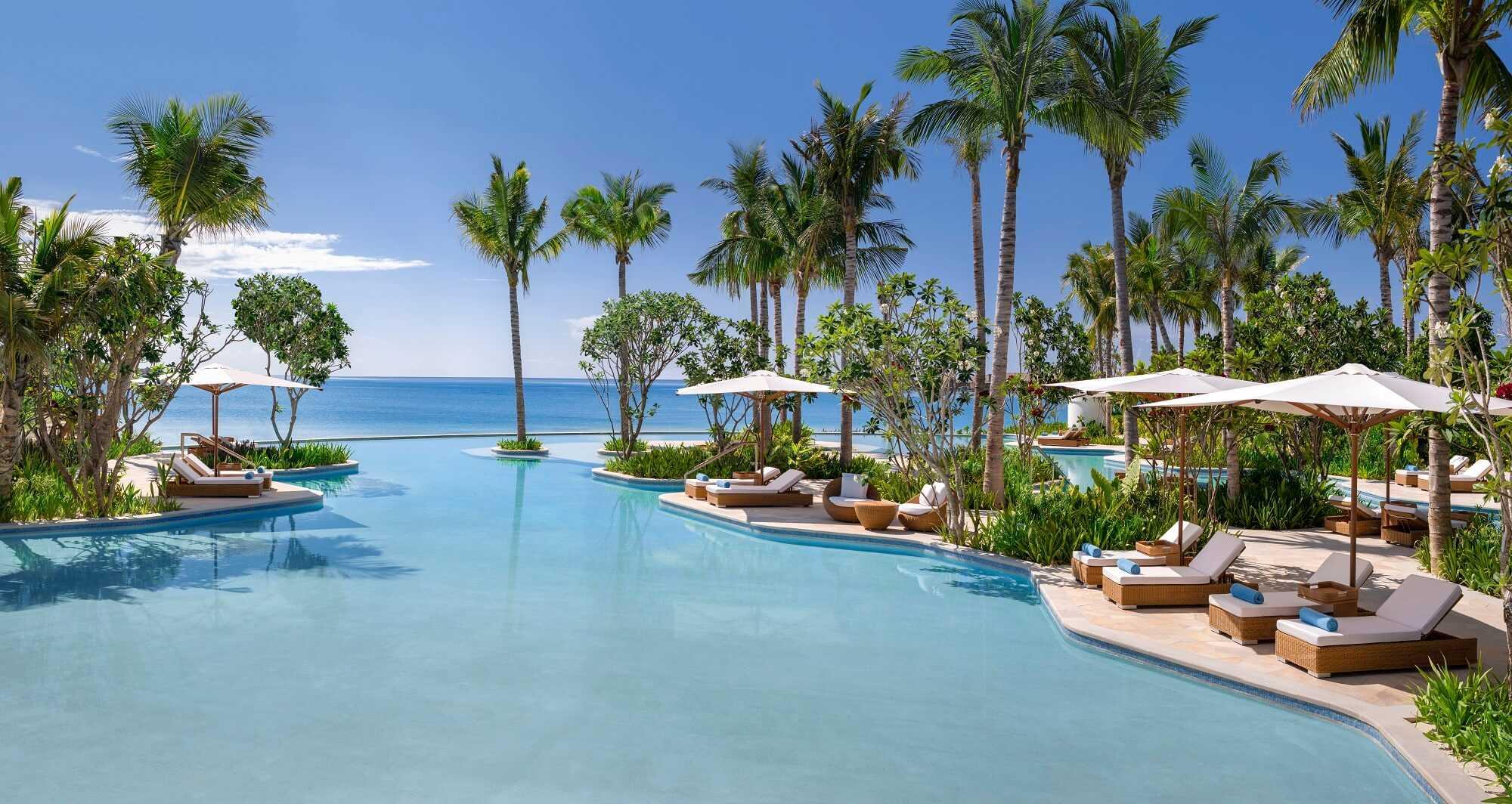 Waldorf Astoria Maldives Pool