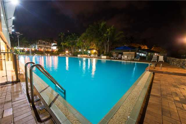 Madang Resort Pool