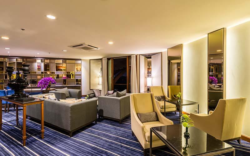 Chatrium Hotel Royal Lake Yangon Lobby