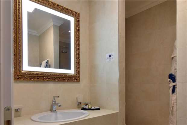 Grand Hotel Yerevan Badezimmer