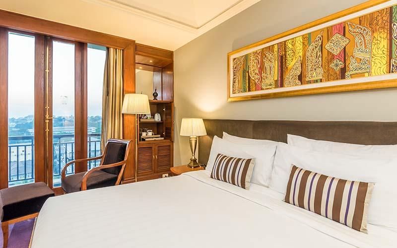 Chatrium Hotel Royal Lake Yangon Zimmer