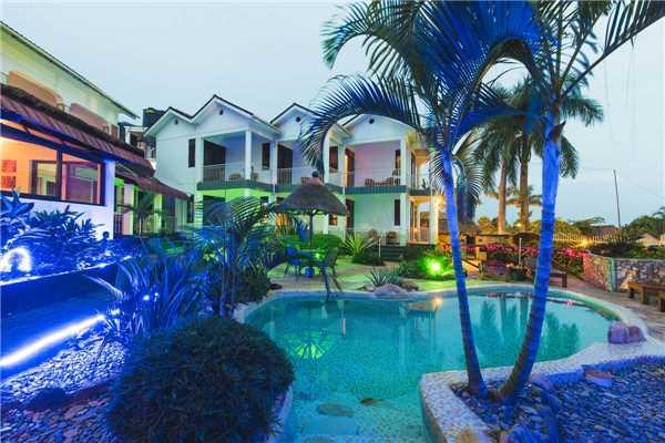 2 Friends Beach Hotel Pool