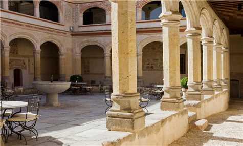 Segovia, Spanien - Innenhof des Hotel San Antonia el Real