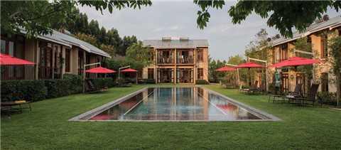 Tuningi Safari Lodge Pool