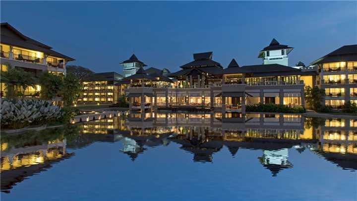 Le Méridien Chiang Rai Resort Resort am Abend