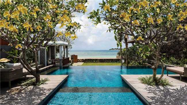 The Legian Sire, Lombok Pool