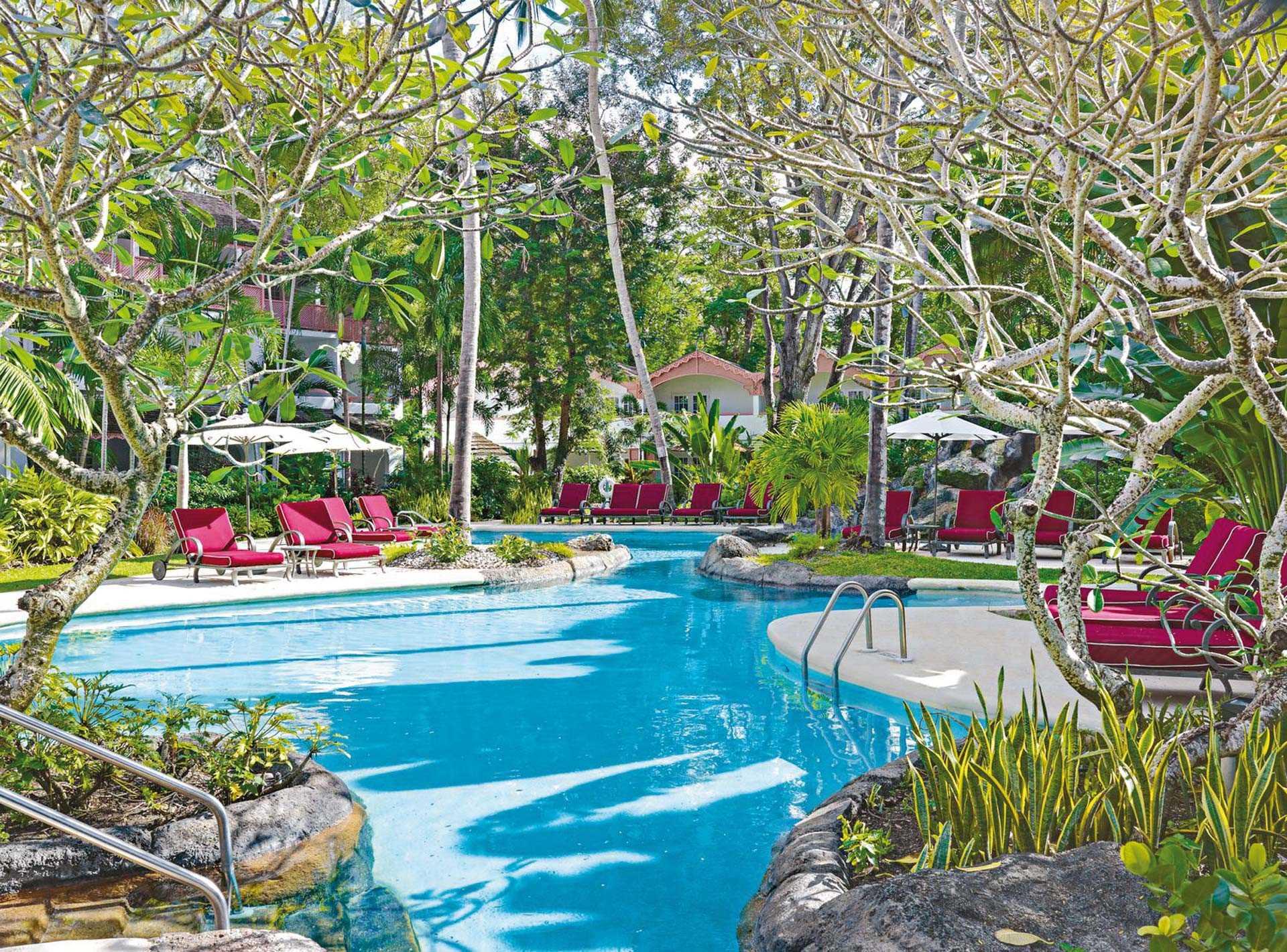 Colony Club Pool mit Liegen