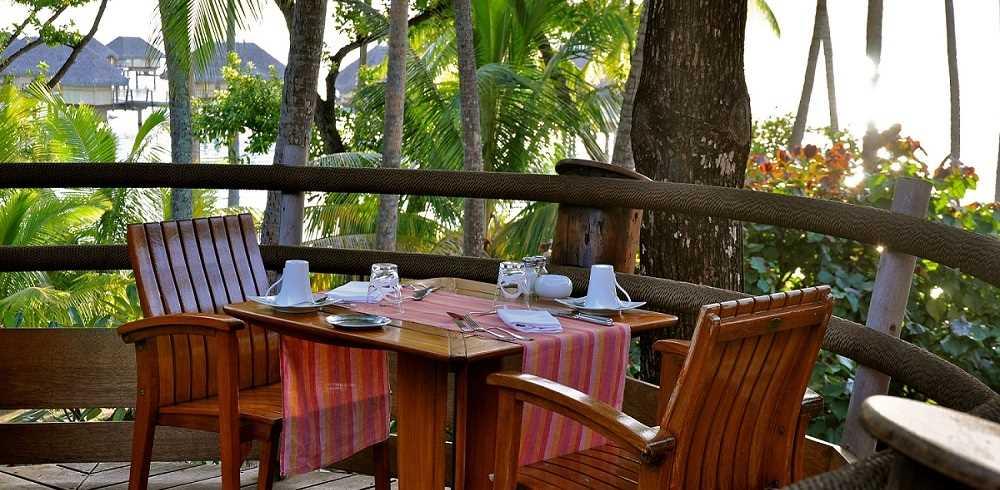 Le Tahaa Island Resort & Spa Dinner