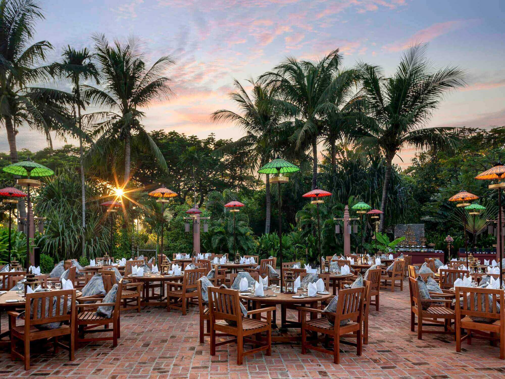 Mercure Mandalay Hill Resort Restaurant