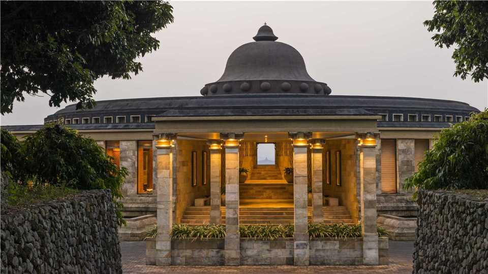 Eingang Amanjiwo Resort in Yogyakarta
