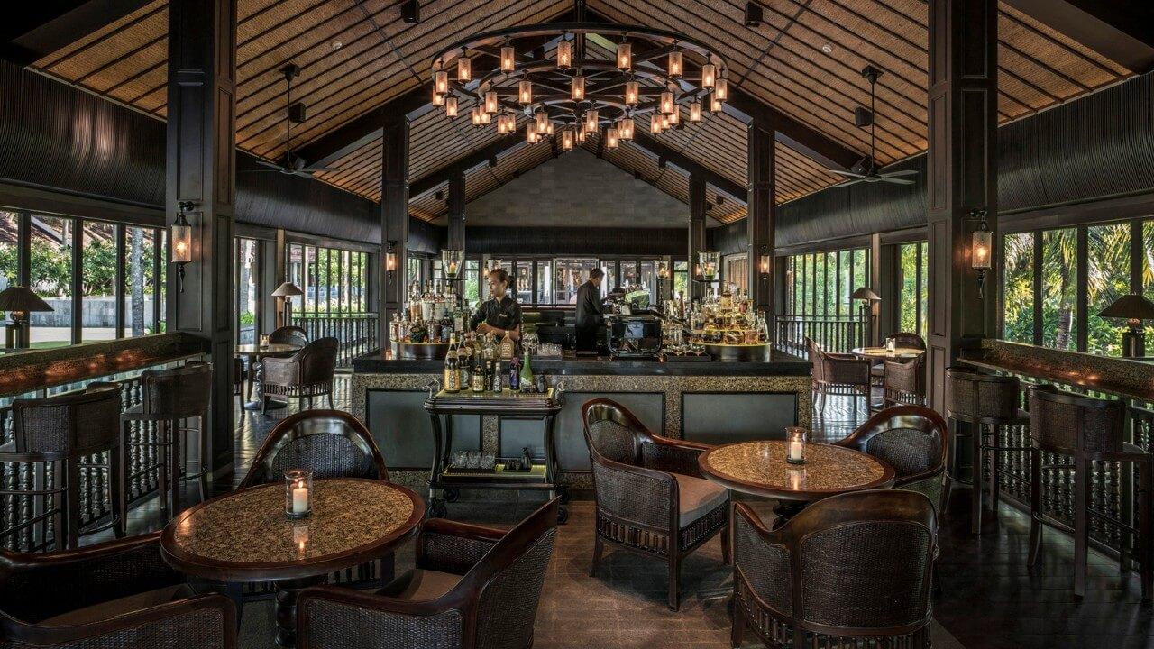 Four Seasons Resort the Nam Hai Bar