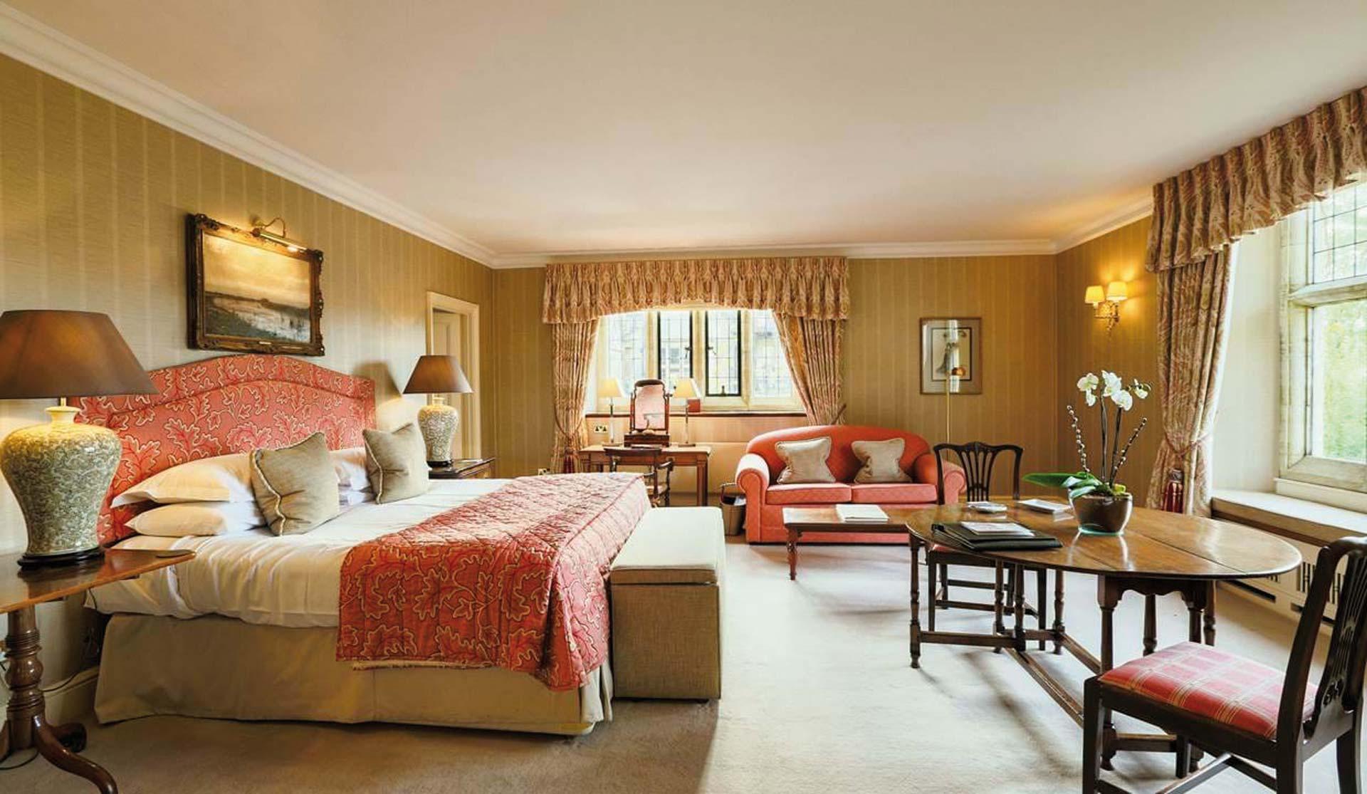 Gravetye Manor Exclusive Deluxe Room CHESTNUT 2
