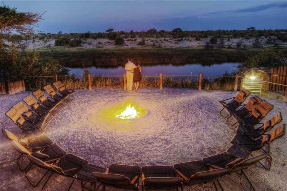 Leroo La Tau Feuerstelle mit Abendstimmung