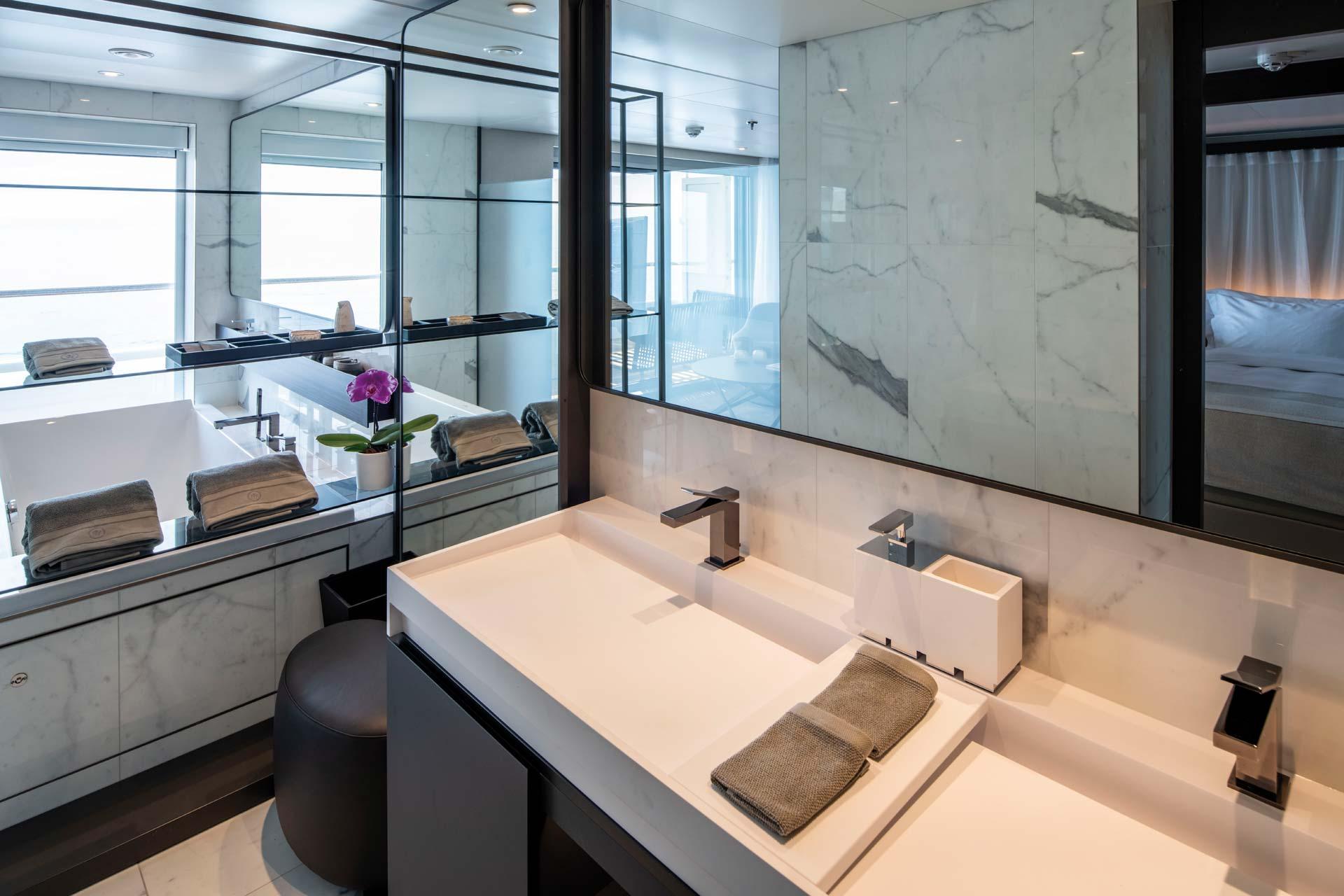 Scenic Luxury Cruises Scenic Eclipse Badezimmer