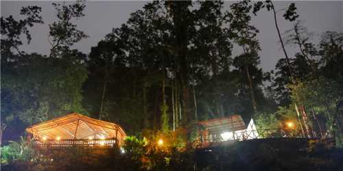 Rios Tropicales Lodge Hotel bei Nacht