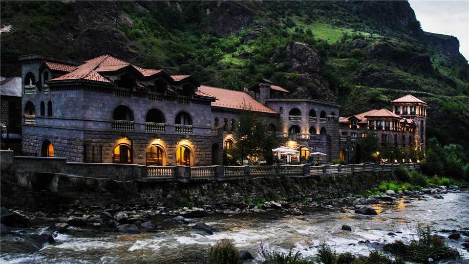 Tufenkian Avan Dzoraget Hotel Außenansicht