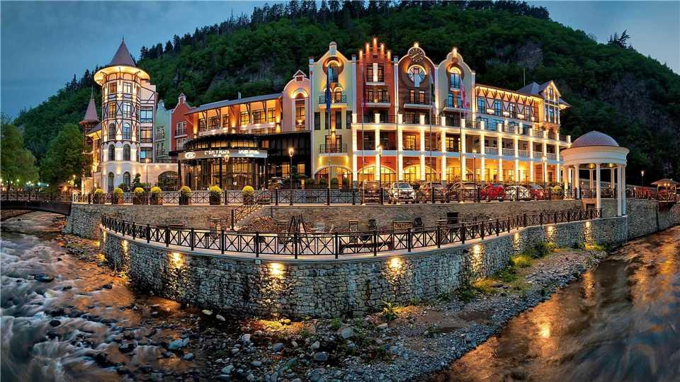 Crowne Plaza Borjomi Hotelansicht