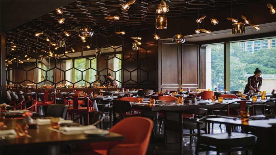 Hotel des Arts Saigon - MGallery Restaurant