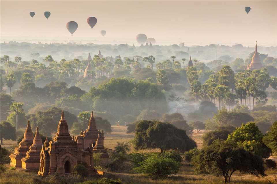 Myanmar - Tempelfeld von Bagan