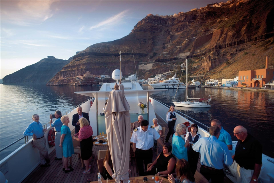 Variety Cruises Harmony V Schiffsdeck mit Passagieren