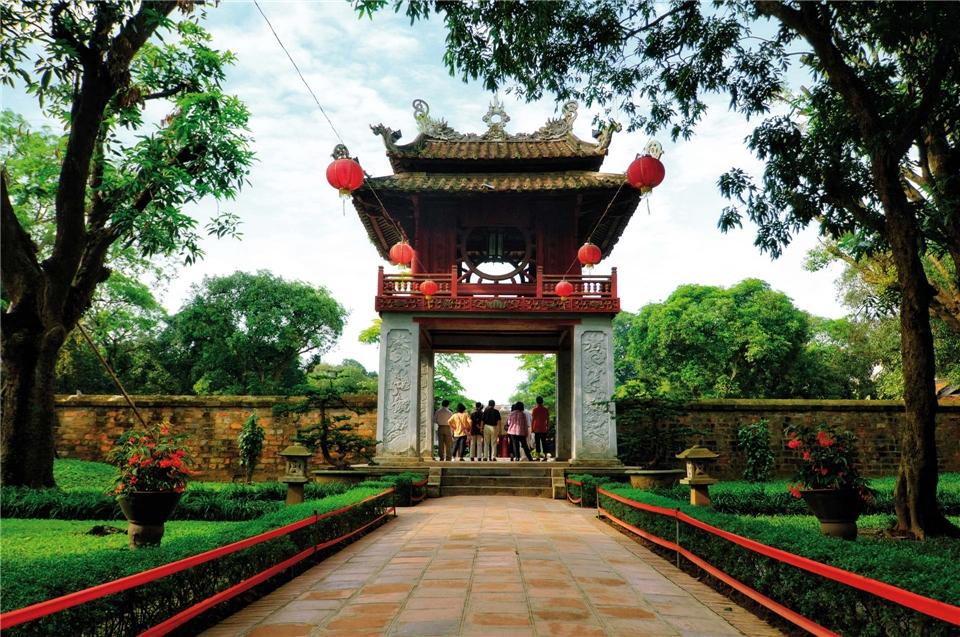 Glanzpunkte Vietnam Toreingang zum Tempel